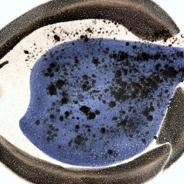 Mado Jolain - Coupe poisson bleue et blanche